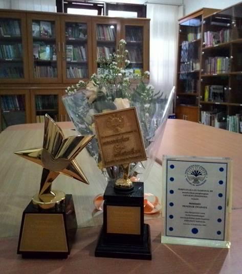 Penebar Swadaya Terima Penghargaan dari Perpustakaan Nasional RI